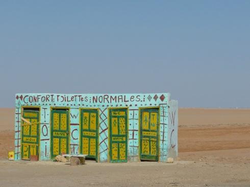 WC para turistas. En ruta. TÚNEZ.